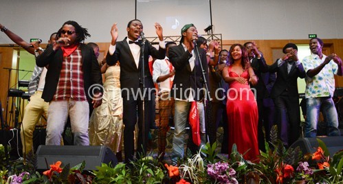 Selected artists  perfom Airtel theme song, 'Mwezi wawala' during the MAM Music awards in Lilongwe on Friday