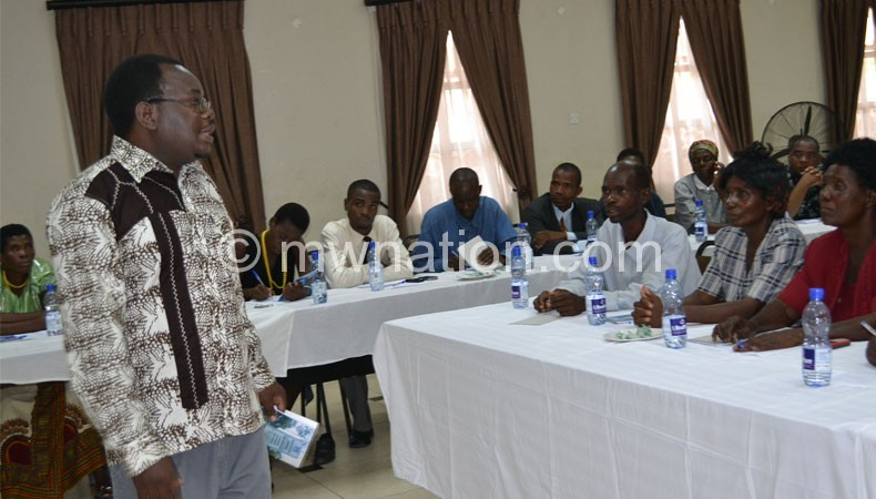 Tenthani (L) speaking to the governors at the meeting