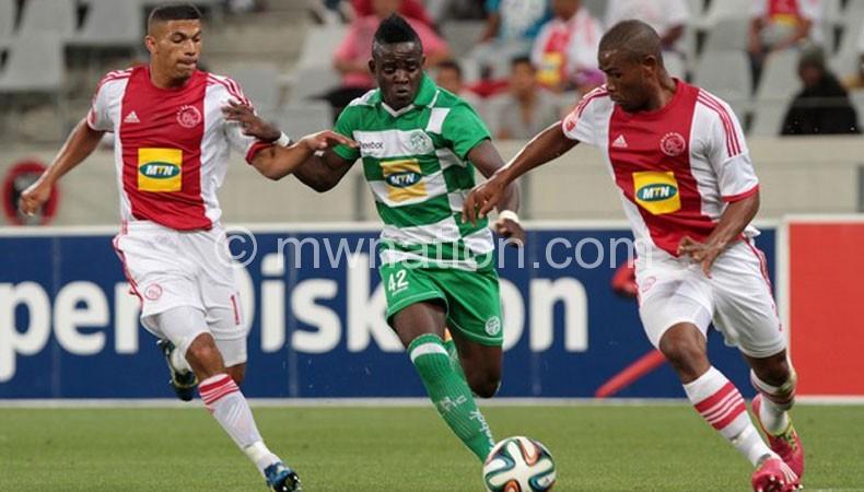 Gabadinho (C) scoring his eight goal