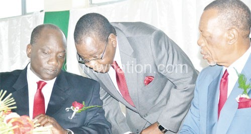 Jumbe (L) confers with MEC chairperson Maxon Mbendera as NLP vice-president Sam Mpasu (R) looks on