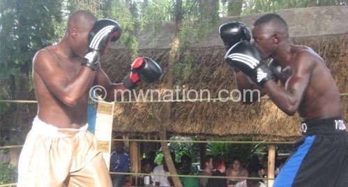 Misanjo (R) having an upper hand against Mwamaso