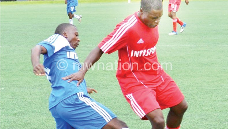 Wanderers Victor Mpinganjira (L) tries to stop Bullets Douglas Chirambo during the first leg at Kamuzu Stadium