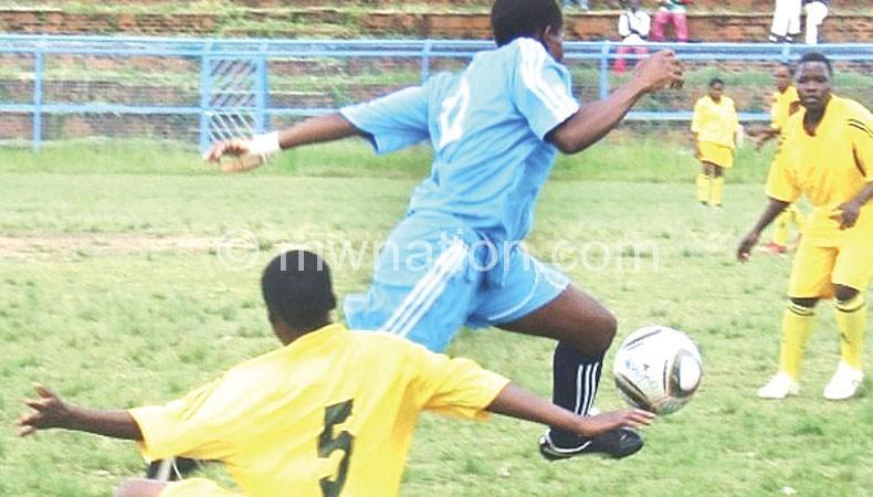 Lingo (C) escapes a tackle on Saturday