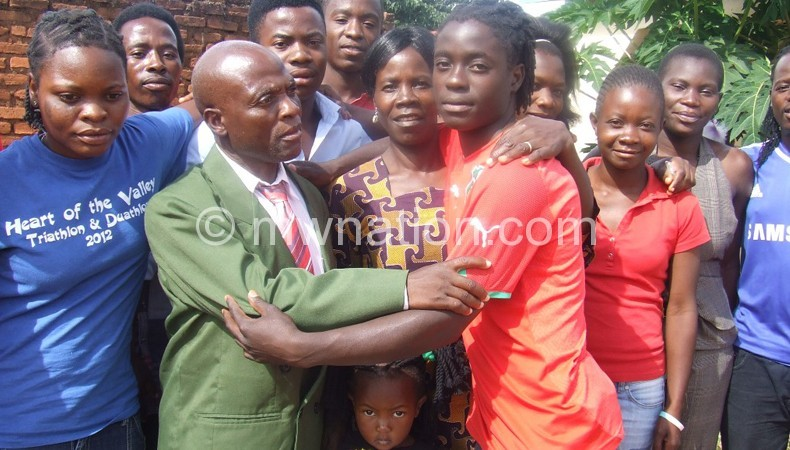 Tabitha (R) gives farewell hug to her parents on Sunday