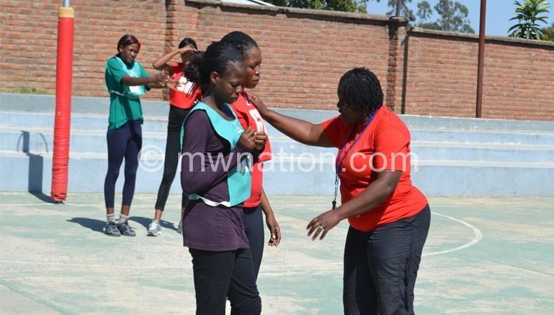 Now coaches Queens: Waya (R)
