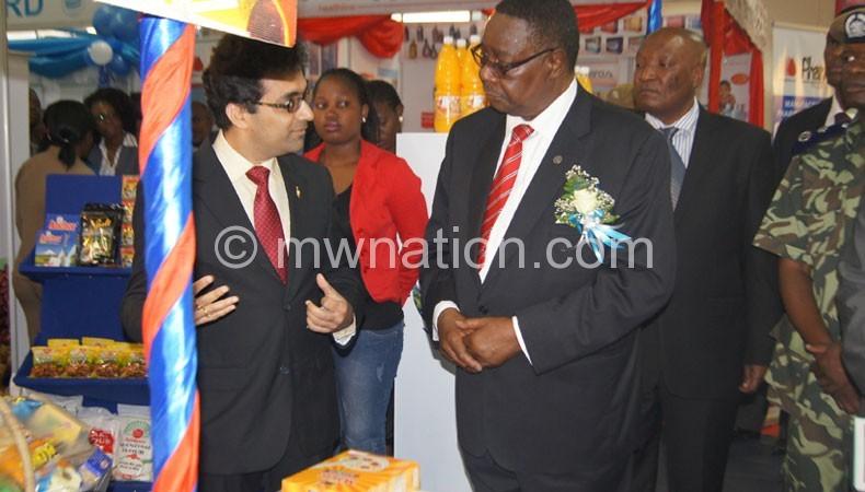Mutharika (R) at last year's trade fair