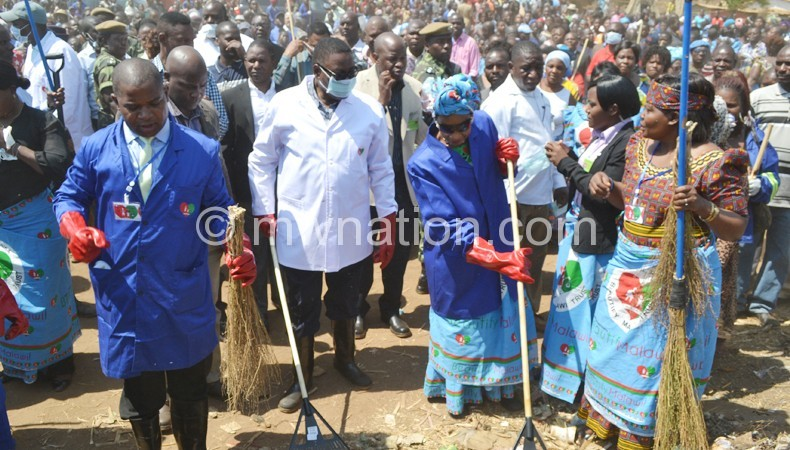 The President and the First Lady lead in the clean-up exercise