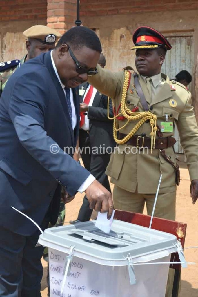 Pres Peter Mutharika casts his ballot at Goliati Primary School