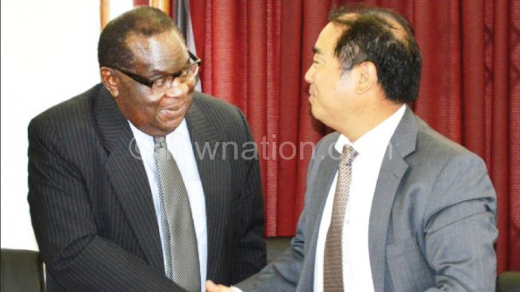 Malawi, China sign mobile solar power deal