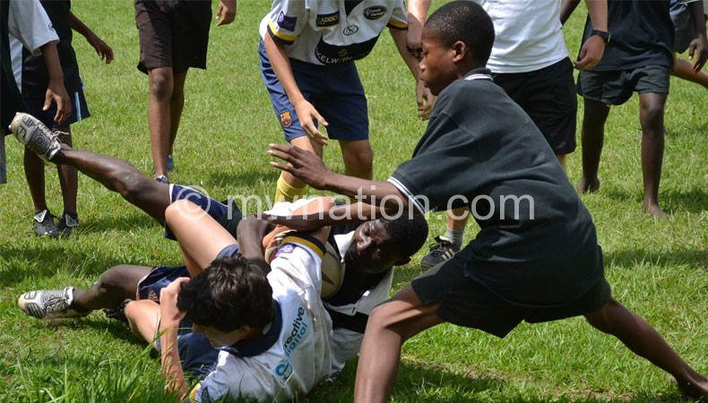 Rugby_playing_kids