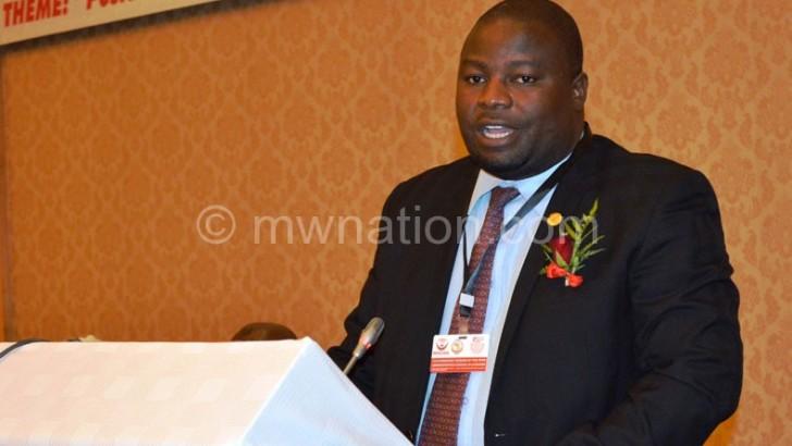 Nankhumwa urges journalists to stop 'glorifying poverty'