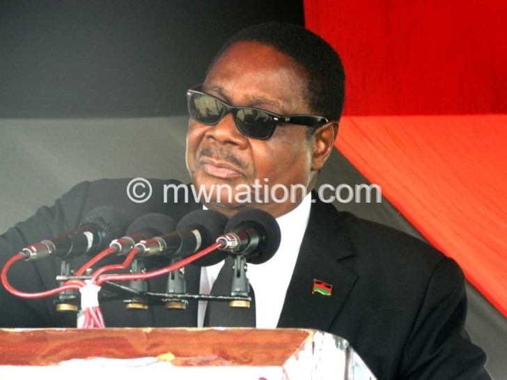 Mutharika briefing the press on Monday