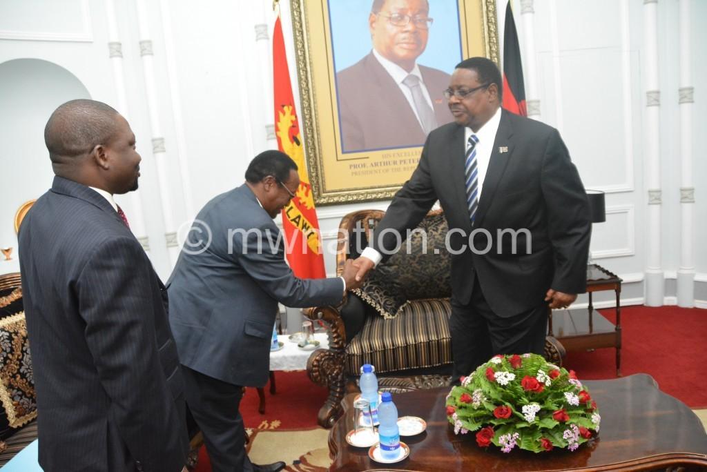 Tanzania High Commissioner Patrick Tsere bids Mutharika farewell.JPG