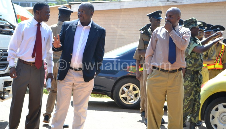 Odillo (gesturing) in discussions with well-wisher at the court on Wednesday