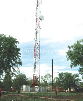 Nankhumwa under fire over Airtel, TNM inefficiencies