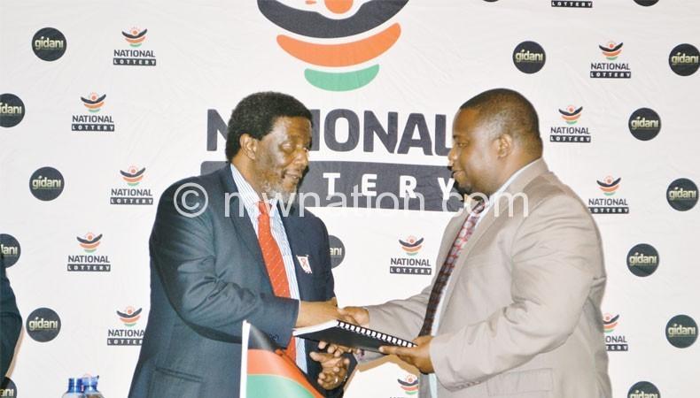 Nankhumwa (R) handing over the licence to Khumalo