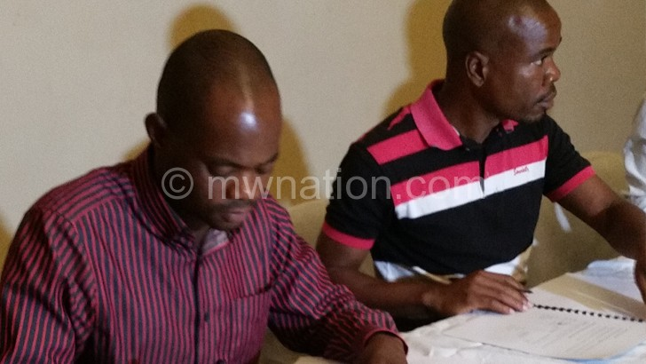 Phiri (L) and Njawala signing the contract yesterday
