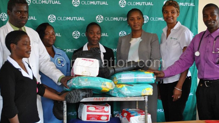 Jiya (R), Old Mutual and hospital staff posing with the donated items