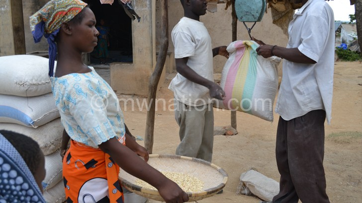 Vendors reduce maize price