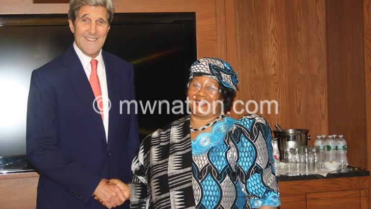 JB meets John Kerry, speaks to Harvard students on women leadership