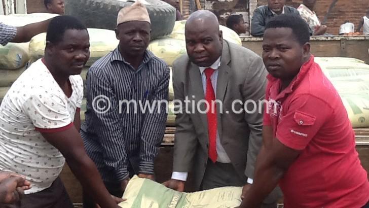 MP donates cement bags to Kasungu Market