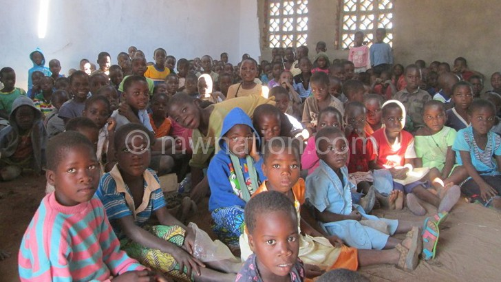 Plan Malawi encouraging communities to manage projects