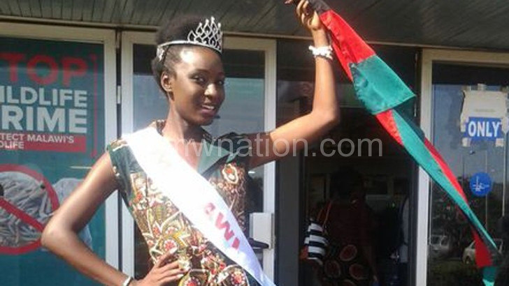 Alinane flies the Malawian flag upon her return from the pageant
