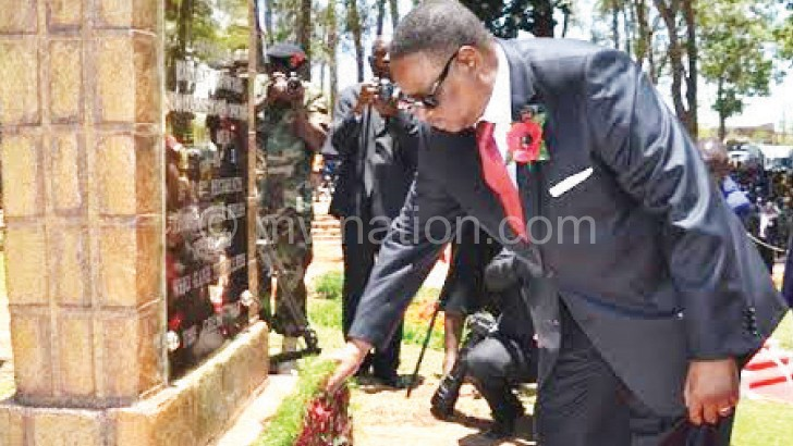 Mutharika lays a wreath to mark Remembrance Sunday in Zomba
