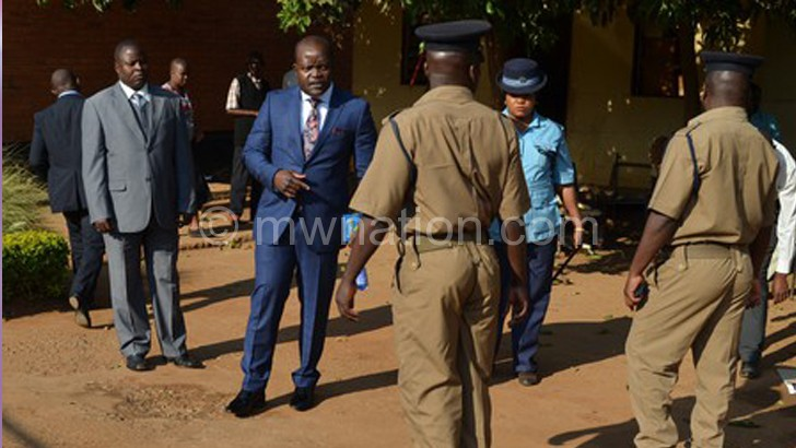 Mphwiyo (C) at a previous court appearance