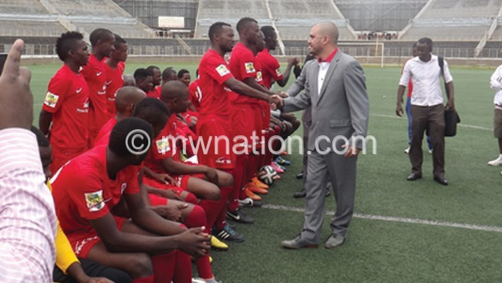 Kalaitzis (R) greets Bullets players during a recent photo shot session