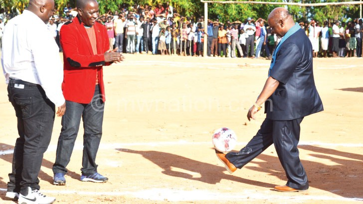 Chiyembekeza (R) demonstrates his skills during the launch as Chuma (L) and FAM executive member Daud Ntanthiko look on