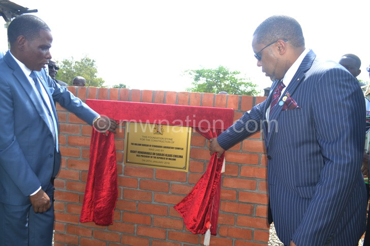 Chilima unveiling the plaque