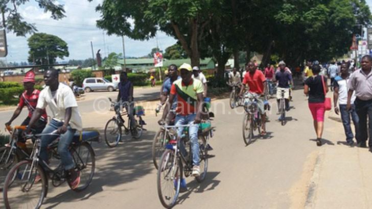 Dausi, Chiwaya stop council's kabaza ban