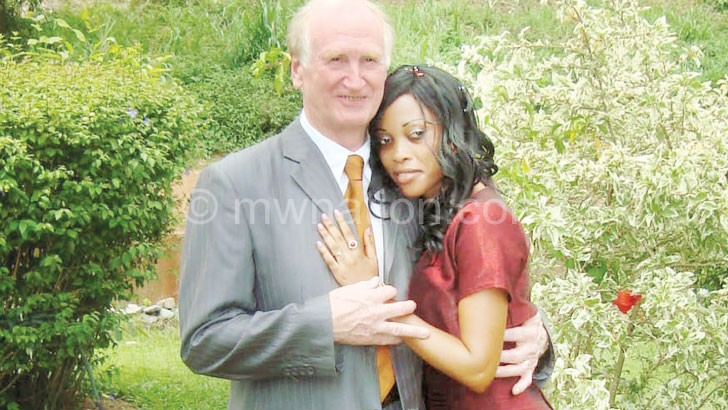 A younger woman must not look at her older partner as 'daddy'