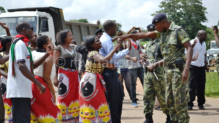 Police tussle with MCP supporters outside Parliament complex