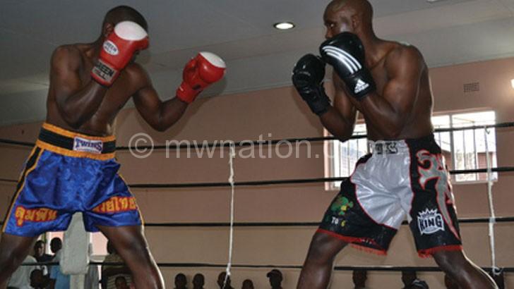 Pros using amateur gloves in Mzuzu