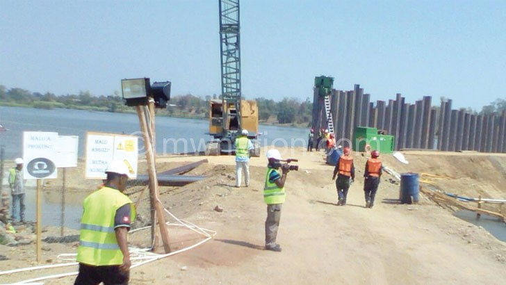Construction works at the barrage in Liwonde