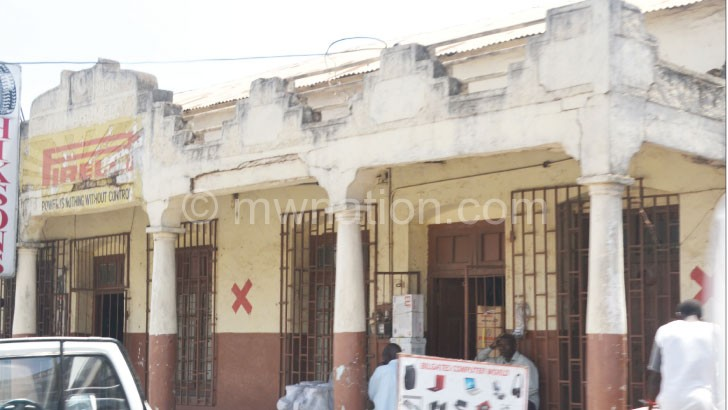 Blantyre City Council is facing resistance to demolish some buildings under the revived Red Star Campaign