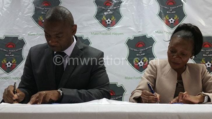 Nyamilandu (L) and Nsamala signing the contract agreement