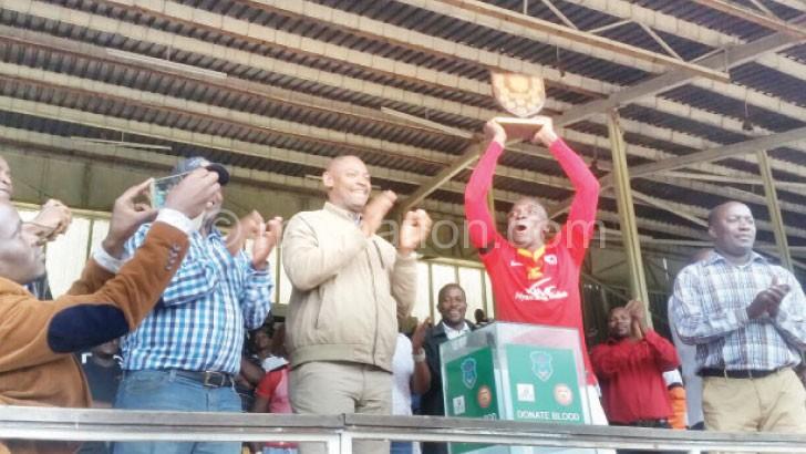 Bullets captain Chiukepo Msowoya (R) hoists the shield