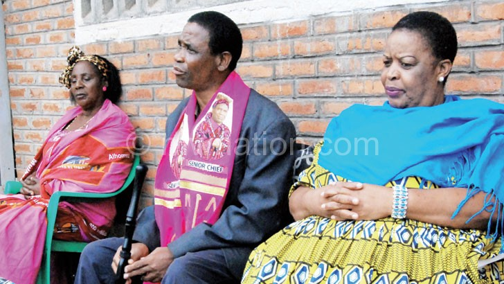 Ngolongoliwa (C) flanked by Senior Chief Mkanda (L) and T/A Chikumbu during the meeting yesterday