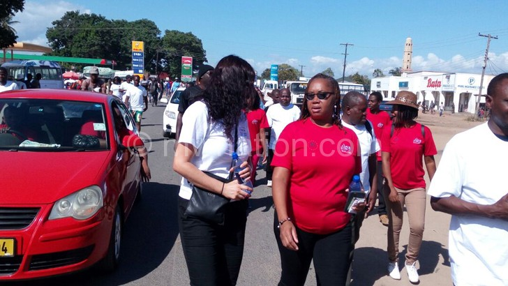Banda (2ndL) chats with Isabel Garcia of Elizabeth Glaser Pediatric  Aids Foundation during the Freedom March in the morning