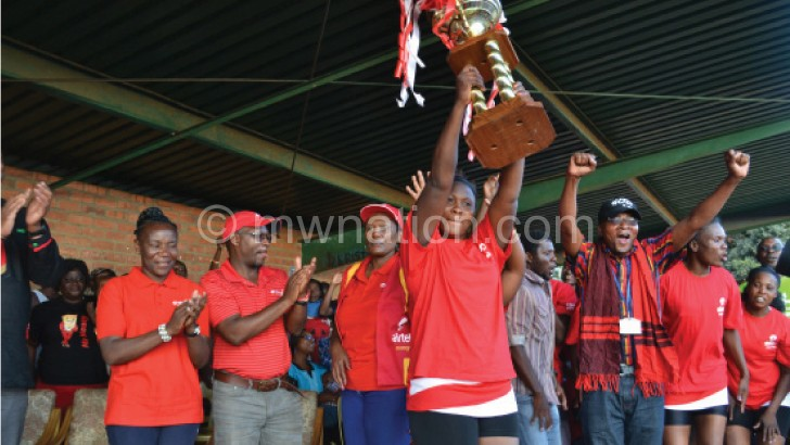 Diamonds skipper Mtukule-Ngwira lifts the trophy