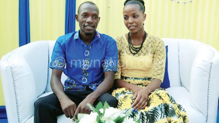 Daniel ndi Beatrice patsiku lomwe adachititsa chinkhoswe. Ukwati wawo udzamangidwa pa 29 October