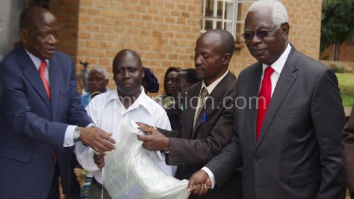 Kayambo (L) and Kandiero make a symbolic presentation