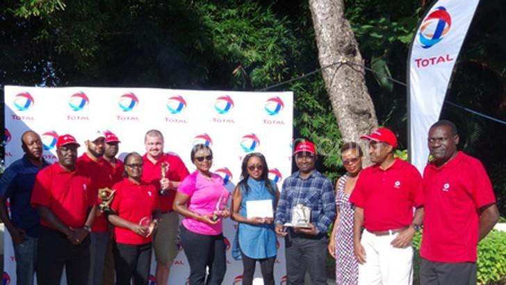 Mkamanga (2ndL) poses with the winners
