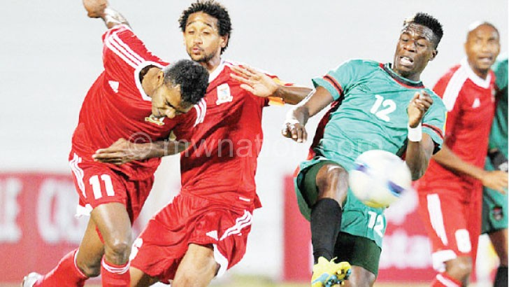 Gabeya (R) fights for ball possession with Mauritius players