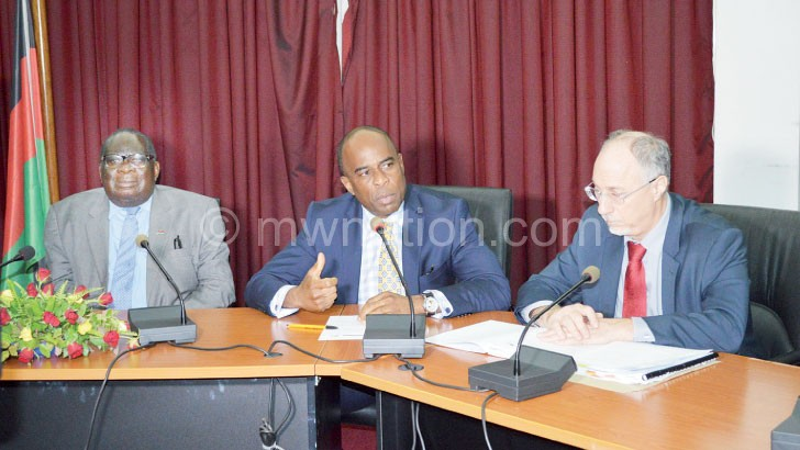 Finance Minister Goodall Gondwe (L) meets IMF representatives in this file photograph