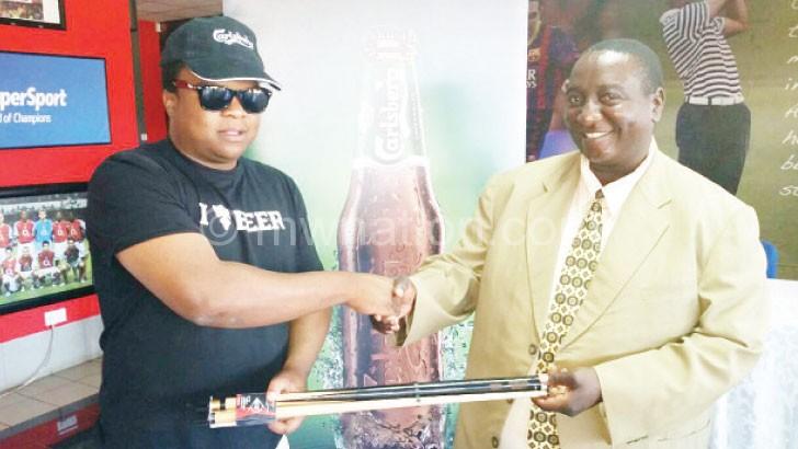 Chirwa (L) makes symbolic presentation of sponsorship to Mbewe