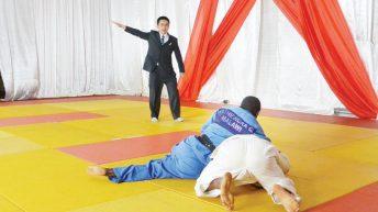 Envoy tips local judo athletes